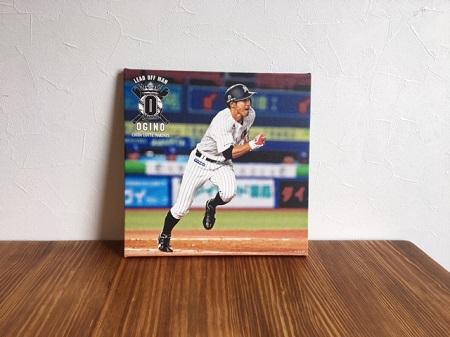 荻野貴司がベーランしている画像を商品化したものを飾っている写真
