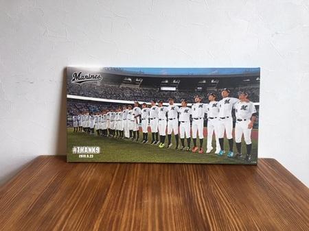 福浦和也引退試合のWEAREを商品化したものを飾っている写真