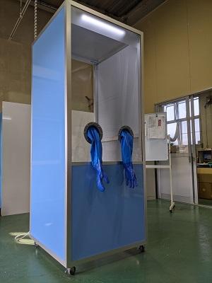 PCRボックスの正面斜視から撮影した画像
